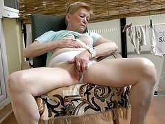 Hot granny so horny fingering her old pussy outdoor